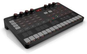IK Multimedia Uno Synth Syntheziser, digital synthesizer, analog synthesizer, novation summit, roland d-05, moog grandmother