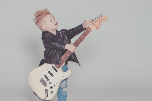 inspirer børn til musik