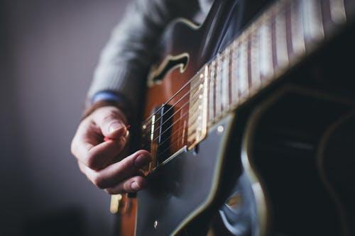 pleje af din akustiske guitar