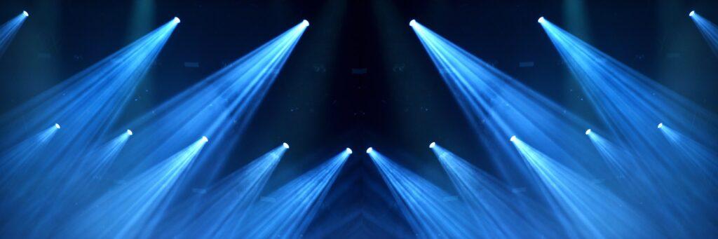 LED Moving heads der hænger på en bro
